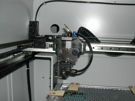 小型レーザー切断・彫刻機を導入